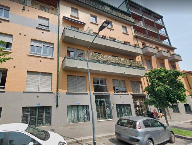 Ampia soluzione disposta su due livelli in Via Giacomo ...